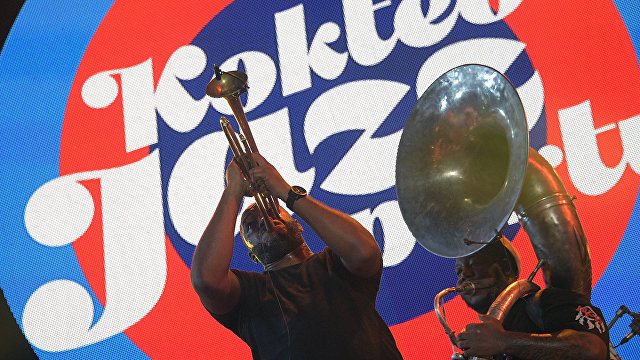 Musician Chadrick Honore performs live at the 16th Koktebel Jazz Party international music festival
