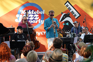 German Lukyanov's band Cadence performs on the Voloshinskaya Stage at the 16th Koktebel Jazz Party international music festival. Left: pianist Mikhail Okun. Right: saxophonist German Lukyanov