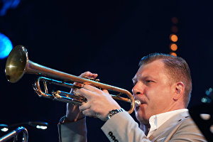 Musician Vitaly Golovnya performs with the American band New York All Stars at the 16th Koktebel Jazz Party international music festival
