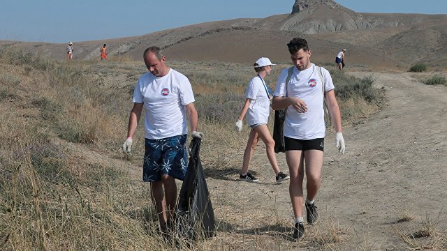 Koktebel Jazz Party volunteers hold cleanup event at Tikhaya Bay