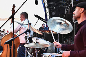 Jazzman Daniil Kramer (center) performing at the 17th Koktebel Jazz Party international festival